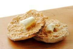 Englisches Muffin und Butter lizenzfreie stockfotos