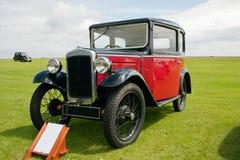 Englisches Retro- Auto Lizenzfreie Stockbilder