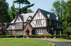 Englisches Tudor Haus Lizenzfreie Stockfotos