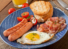 English breakfast - toast, egg, bacon and vegetables Royalty Free Stock Images