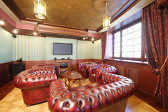 English cigar room with red leather armchairs Royalty Free Stock Photography