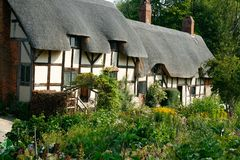 In An English Country Garden. Anne Hathaway& x27;s Cottage, the family home of Shakespeare& x27;s bride-to-be, is the most romantic of the Shakespeare houses Stock Photos