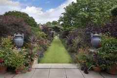 Free English Country Garden Borders Stock Image - 60593541