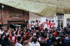 English fans chanting on the street in Moscow Stock Photos