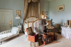 Free English Gentleman With Suitcases Royalty Free Stock Photos - 35914248