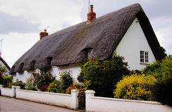 Free English House With Straw Roof Royalty Free Stock Images - 6384109