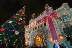 ENGOME la tienda y el árbol del Año Nuevo en Moscú Imagen de archivo libre de regalías