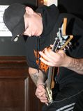 engorgementgitarristmetall besegrar Royaltyfri Bild