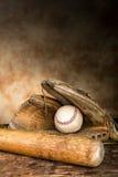 Engranaje antiguo del béisbol fotos de archivo