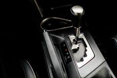 Engranaje automático del coche imagenes de archivo