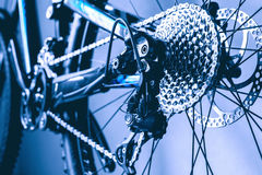 Engranaje de la bici de montaña de la rueda posterior de la visión foto de archivo