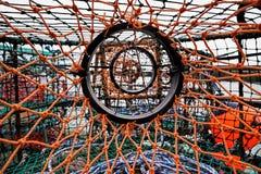 Engranaje de los pescados en el puerto imagenes de archivo
