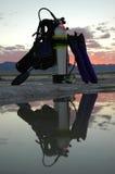 Engranaje de Scubba en la puesta del sol Foto de archivo