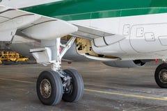 Engranaje principal de los aviones Foto de archivo libre de regalías