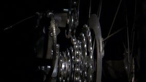 Engranajes giratorios de la bici con el cambio de cadena almacen de video