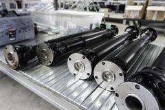 Engranajes mecánicos en metal en casa de la tienda imagenes de archivo