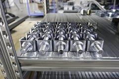 Engranajes mecánicos en metal en casa de la tienda fotografía de archivo libre de regalías