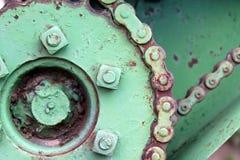 Engranajes verdes en un tractor antiguo Foto de archivo