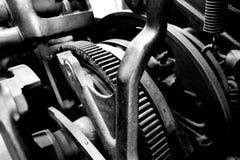 Engranajes y poleas de la máquina del vintage Imágenes de archivo libres de regalías