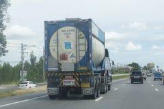 Engrase el envase del camión de compañía de la logística del grupo del tml fotografía de archivo