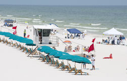 Engrase las coladas en tierra en la playa de Pensacola Imagen de archivo