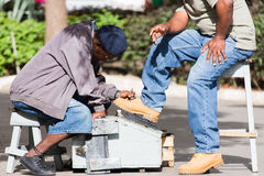 Engraxamento de sapatos da rua Imagem de Stock