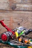Engrenagem da pesca e do turismo na placa da madeira Imagem de Stock Royalty Free