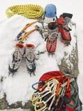 Engrenagem de escalada do gelo Fotos de Stock Royalty Free