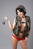 Engrenagem desgastando do exército da mulher 'sexy' fotografia de stock