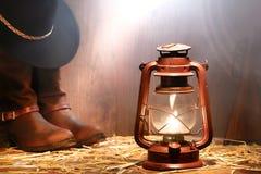 Engrenagem do cowboy do rodeio e lâmpada de querosene ocidentais americanas Imagens de Stock