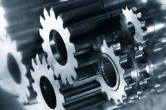 Engrenagem-mecanismo na obscuridade - azul Imagens de Stock