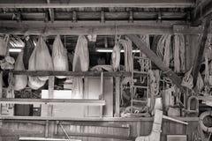 Engrenagem náutica em uma loja dos construtores do barco foto de stock royalty free