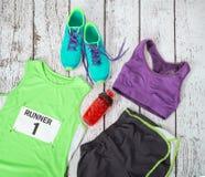 Engrenagem running pronta para o dia da raça Fotos de Stock Royalty Free