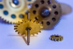 Engrenagens dos relógios velhos, um exemplo para estudar maneiras de transferência imagens de stock
