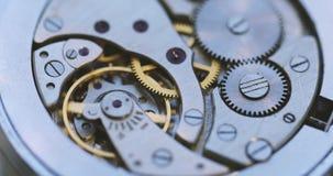 Engrenagens e motivo principal no mecanismo de um relógio fotografia de stock