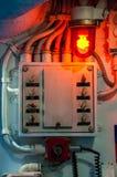 Engrenagens e swiches velhos dentro do submarino fotos de stock royalty free