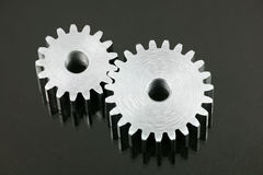 Engrenagens isoladas no preto Fotografia de Stock Royalty Free
