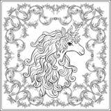 Enhörning i ramen, arabesque i kungliga personen, medeltida stil Ou Royaltyfria Bilder