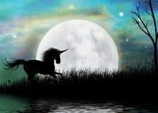Enhörning och overklig Moonscape bakgrund Arkivfoton