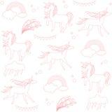 Enhörningar visas i stilen av skolateckningen med en rosa kulspetspenna och moln Arkivfoton