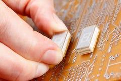 Enhet av elektroniska delar på strömkretsbräde Royaltyfri Bild
