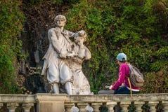 Enhet som drar en staty Royaltyfria Foton