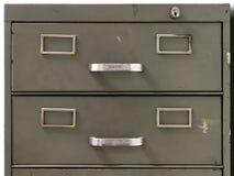 Enheter av en gammal metalldokumentskåp Royaltyfri Foto