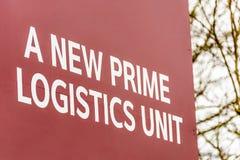 Enheter för lager och för kontor för industriell logistik för fastighetsmäklare som undertecknar den nya främsta logistikenheten Royaltyfri Bild