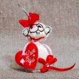 Enhorabuena del juguete el día del ` s de la tarjeta del día de San Valentín Imágenes de archivo libres de regalías