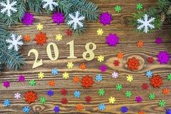 Enhorabuena a los 2018 años con los copos de nieve coloridos y el fi Fotografía de archivo