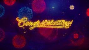 Enhorabuena que saluda partículas de la chispa del texto en los fuegos artificiales coloreados