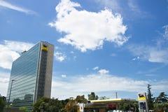 ENI-Hauptsitze, die in Rom Eur errichten lizenzfreies stockbild