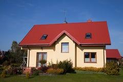 Enig familie geel huis Stock Foto's