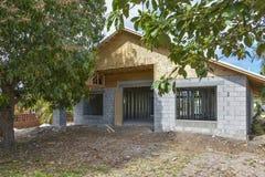 Enig familiehuis in aanbouw Stock Foto